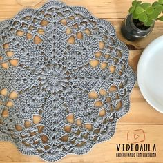 Crochet Placemats, Crochet Flower Patterns, Crochet Stitches Patterns, Crochet Doilies, Crochet Flowers, Stitch Patterns, Diy Projects To Try, Crochet Projects, Sunburst Granny Square