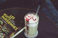 L'Old Fizz par Paolo Calvera.  .Dans un shaker rempli de glace versez 2 cl de sirop de vin blanc, 5 cl de gin infusé à la rhubarbe, 1 trait de blanc d'œuf, 3 cl de citron vert .Ajouter du ginger ale .Shaker le tout .Verser dans un verre de type tumbler .Décorer avec une branche de rhubarbe  Le mot du barman Le Old Fizz est une création originale pour les soirée Esprit Cabaret qui commencent ce soir !  #nolinskiparis #cocktailsdunolinski #grandsalon #evokhotelscollection