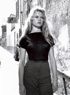 """Brigitte Bardot in """"And God created Woman"""".  ja Jumala loi naisen (ransk. Et Dieu... créa la femme) on vuonna 1956 valmistunut ranskalainen elokuva, jonka ohjasi Roger Vadim. Elokuva nosti Brigitte Bardot'n maailmanlaajuiseksi sensaatioksi, seksisymboliksi ja tähdeksi. Elokuvan kuuluisin kohtaus on lopussa oleva tanssikohtaus, jossa Bardot tanssii avojaloin pöydällä."""