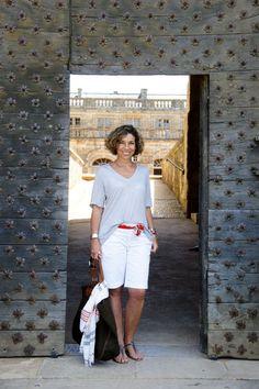 Vocês conhecem a Consuelo Blocker? Filha da Constanza Pascolato (referência como Consultora de Moda), ela trabalha no meio da moda, mora na Itália e é uma ótima referência para as mulheres mais clássicas, elegantes mas com toque moderno! Ela tem um blog super bacana que vale a pena espiar www.consueloblog.com O GUARDA-ROUPA O guarda-roupa da Consuelo …