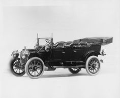 1911 Packard 30 Model UD 4-cylinder, 30-horsepower, 123.5-inch wheelbase, 7-person touring car, fitted with extension cape cart top, windshield