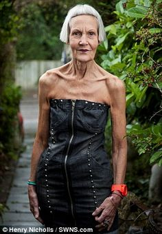 Jean Woods 75 yrs, reinvented herself as a fashionista after being widowed at 70 Older Women Fashion, Fashion For Women Over 40, Sexy Older Women, Old Women, Womens Fashion, Fashion Fashion, Divas, Doc Martens Outfit, Leder Outfits