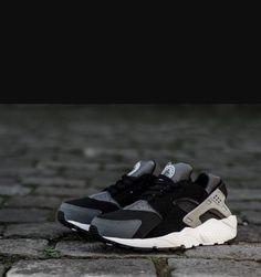 size 40 f475e 728e8 Huarache Black Huarache, Nike Huarache, Nike Running Shoes Women, Women Nike,  Nike