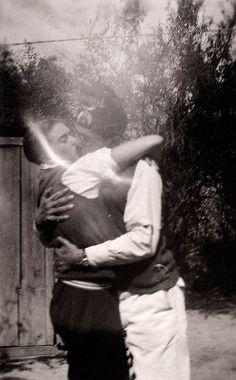http://librerantes.com/un-tesoro-oculto-en-la-casa-azul-frida-kahlo-y-leon-trotsky/