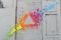 Actualité / Des centaines d'origamis s'accrochent aux murs  / étapes: design & culture visuelle