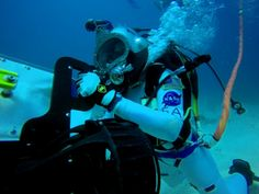 https://www.jabbercast.com/episodes/3350383?channel=pinterest&campaign=divingdeep   Planetary Radio: Space Exploration, Astronomy and Science - Living Under the Sea With NASA Aquanaut David Coan  Mat Kaplan talked with engineer and NEEMO Expedition 20 team member David Coan while he was hard at work with astronauts and other engineers living in the Aquarius undersea habitat.