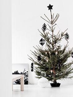Árbol de Navidad con adornos negros