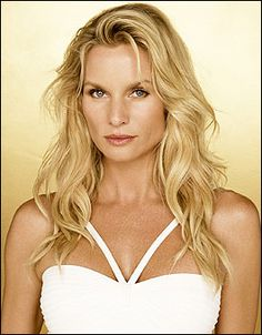 "In what appeared to be an end to the drama behind ""Desperate Housewives"" and Nicollette Sheridan, looks definitely turned out to be deceiving. The Hollywood Reporter broke news that the… Beautiful Women Over 40, Most Beautiful, Celebrity Weddings, Celebrity Style, Pretty People, Beautiful People, Nicollette Sheridan, Desperate Housewives, Hollywood Actresses"