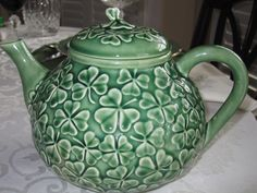 Shamrock teapot. Bordallo Pinheiro, Portuguese pottery