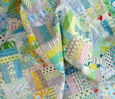 The design of this quilt is simple, with three 2 inch strips sewn together to make a 5 inch square block. ( green-aqua-yellow-grey ) , http://www.redpepperquilts.com/2012/10/lets-get-maybelle-to-ellen-show.html