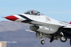 WINTER TRAINING: Lockheed Martin F-16C Thunderbird #6 (USAF Air Demonstration Squadron)   par (Barry) Griffiths