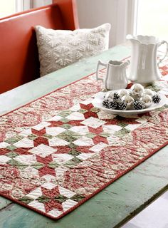 a good quilting website!Free pattern online for this table runner. Table Runner And Placemats, Table Runner Pattern, Quilted Table Runners, Small Quilts, Mini Quilts, Quilted Table Toppers, Interior Desing, Sewing Table, Quilting Projects