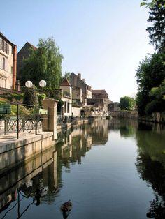(via Canal dôlois, a photo from Franche-Comte, East | TrekEarth)  Dole, Franche-Comte, France