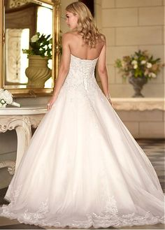 Buy discount Fabulous Organza Sweetheart Neckline Natural Waistline Ball Gown Wedding Dress at Dressilyme.com