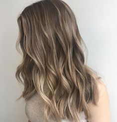49 Beautiful light brown hair color to try for a new look- The Best Hair Colour Ideas For A Change-Up This Year, Gorgeous Balayage Hair Color Ideas - brown Balayage Highlights,Beachy balayage hair color Ombré Hair, New Hair, Curls Hair, Wavy Hair, Brown Blonde Hair, Bayalage Light Brown Hair, Sandy Brown Hair, Dark Blonde Hair Color, Light Brown Ombre Hair