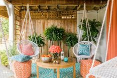 HGTV shares easy and unexpected ways to incorporate casual boho-chic style into any outdoor space. Boho Chic Interior, Bohemian Bedroom Design, Bohemian Bedrooms, Interior Design, Boho Dekor, Painted Cupboards, Deco Nature, Décor Boho, Bohemian Patio