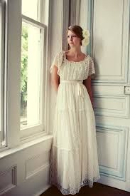 Today I'm Going to share a beautiful collection of modern Vintage Wedding Dresses Design, vintage inspired wedding dresses offer more styles e.g: Modest vintage wedding dresses, short vintage wedding dresses, muslim vintage wedding dresses etc. Southern Wedding Dresses, Wedding Dresses With Flowers, Flower Dresses, Dresses Uk, Pretty Dresses, Beautiful Dresses, Fashion Dresses, Casual Dresses, Bridal Gowns