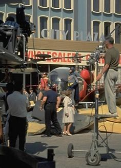 Behind the scenes of Batman : The Movie Batman The Movie 1966, Batman Tv Series, Batman 1966, Batman And Superman, Batman Robin, Batman Pictures, Burt Ward, Idole, Batman The Dark Knight