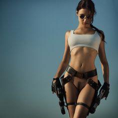 bottomless Laura Croft, Tomb Raider nude cosplay 画