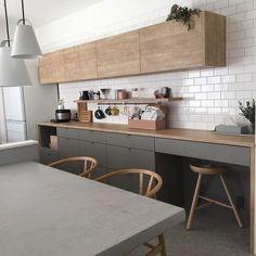 tamaさんはInstagramを利用しています:「✏︎✏︎よくいただく質問をこちらにまとめてみました✏︎✏︎✏︎ ・ ・ #工務店 、外観、間取り、金額は公開していません🙇♀️ ・ ・ ・ ▷#キッチン #カップボード ・ →インターテック でオーダー ・ ▷カップボードのカラー品番 →#アイカ工業…」 Kitchen Dinning, Kitchen Corner, Kitchen Tiles, Kitchen Decor, Kitchen Design, Kitchen Furniture, Kitchen Interior, Room Interior, Interior Design Living Room