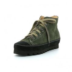 Woman's Leather Sneaker made with vegetable tanned calf linings, with very low chromium content. Leather Sneakers, Hiking Boots, Calves, Fashion Shoes, Stuff To Buy, Women, Italia, Baby Cows, Women's