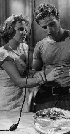 Vivien Leigh e Marlon Brando..Pictures & Photos from A Streetcar Named Desire (1951) - IMDb