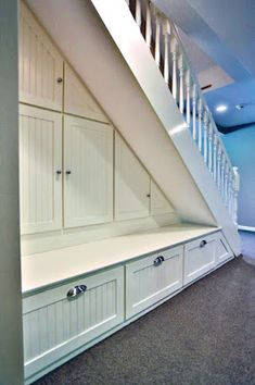 18 under stair storage solutions : Inspiring under stairs storage project on this favorite site Under Stairs Nook, Under Stairs Cupboard, Closet Under Stairs, Under Staircase Ideas, Staircase Storage, Staircase Design, Under Stairs Storage Solutions, Under Stairs Storage Ikea, Architecture Restaurant