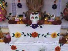 Dia de los Muertos en Mexico- 4 minute explanation in Spanish