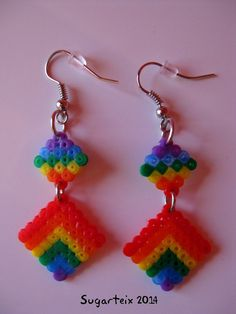 Pendientes colgantes arco iris mini. Modelo 2. Si te gustan puedes adquirirlos en nuestra tienda on-line: http://www.mistertrufa.net/sugarshop/ Ver más en: http://mistertrufa.net/librecreacion/groups/hama-beads/