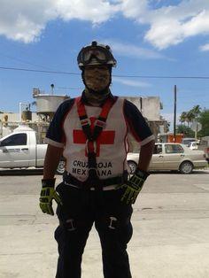 Casco EOM Sicor Blanco y Guantes Hybrid Extrication Ringers Gloves listos para iniciar guardia en Cruz Roja Mexicana, Delegación Matamoros, Tamaulipas.  EMS Mexico | Equipando a los Profesionales