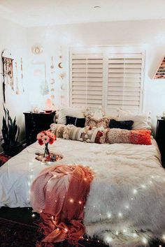 Cozy Bedroom Decorating You'll Love cozy bedroom ideas; bedroom decor ideas for teens; Small and warm cozy bedroom ideas; Boho Bedroom Decor, Cozy Bedroom, Bedroom Apartment, Cheap Apartment, Cozy Apartment, Bedroom Ideas For Small Rooms Cozy, Bedroom Retreat, Bedroom Lighting, Bedroom Inspo
