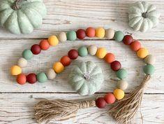 Crafts To Do, Bead Crafts, Fall Crafts, Diy Crafts, Thanksgiving Crafts, Creative Crafts, Fall Garland, Diy Garland, Garlands