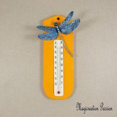 Thermomètre orange libellule soie bleu marine - Un grand marché Home And Deco, Bleu Marine, Creations, Christmas Ornaments, Holiday Decor, Support, Dimensions, Passion, Wall Art