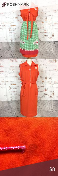 """Montgomery Ward Front Zip Dress *AS IS* Vintage Montgomery Ward 'Jam-min Orange' House Dress. Refer to picture 3 for stain. Its on the front of dress somewhat under the Crest.  Super cute, and super functional! Has front zipper pull, 2 front pockets and still has original sash tie. This is a really neat Mod House dress to homely chores in!  (Apron Not included, could be if convinced, another one of my favorite aprons!)  Pit-pit: 22.5"""" Length: 35"""" Vintage Dresses"""
