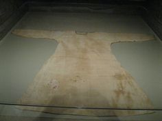 """Blog: This tunic is at the Met Museum, USA. It is dated to 7th Century Egypt, and boasts a unique method of tailoring brought to the West via the Sassanian Persian Empire. This particular style of """"fit and flare"""" tunic may have been what influenced later examples in Medieval Europe."""