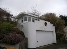 This is the same art deco house, well, it's the studi which is on top o=f the garage!
