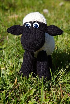 Shaun the sheep knitting pattern.. @Lisa Phillips-Barton Fraser one for trace for Christmas!