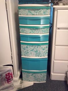 Remember those plain white plastic drawer organizers can be painted, or covered with duct tape. (a bit of lace on this one) Just remember to prep the plastic before painting. Home Projects, Organize Plastic Containers, Drawers, Diy Furniture, Home, Home Diy, Sewing Room Inspiration, Plastic Drawers, Sewing Room Storage