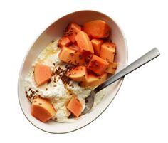 Flat-Belly Breakfast Recipes~Ricotta Swirl: Stir ricotta w/honey then top with papaya flaxseeds Tasty Vegetarian Recipes, Good Healthy Recipes, Healthy Breakfast Recipes, Diet Recipes, Healthy Snacks, Breakfast Ideas, Protein Breakfast, Health Recipes, Quick Recipes