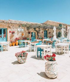 Lunch time at Marzamemi, Sicilia, Italy 🌊 Oh The Places You'll Go, Places To Travel, Places To Visit, Siena Toscana, Wonderful Places, Beautiful Places, Beau Site, Greek Design, Adventure Awaits
