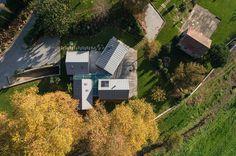 Ensemble de quatre maisons en bois contemporaines de vacances au Portugal, vue panoramique site - House-four-houses par Prod Architecture - Penafiel, Portugal #construiretendance