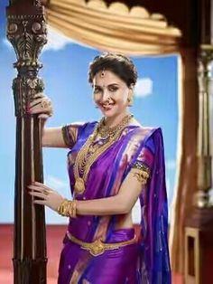 Beautiful Madhuri dixit in nauvari saree ( nine yard)