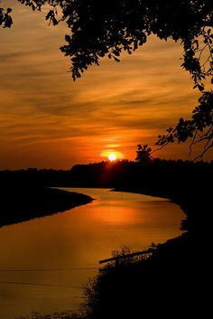 The river flows. Beautiful Nature Pictures, Beautiful Nature Wallpaper, Amazing Nature, Beautiful Landscapes, Cool Pictures, Sunset Photography, Landscape Photography, Autumn Scenery, Sunset Wallpaper