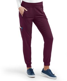 Flaunt your style with our cargo scrub pants at Uniform Advantage. The Healing Hands Purple Label Tara PETITE Jogger Cargo Pants are now in stock! Scrubs Outfit, Scrubs Uniform, Yoga Scrub Pants, Cute Scrubs, Black Scrubs, Scrub Jackets, Healing Hands, Petite Pants
