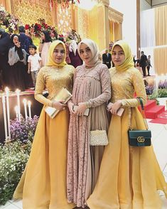 Image may contain: 6 people, people standing Modest Dresses, Maternity Dresses, Maternity Fashion, Nice Dresses, Dresses With Sleeves, Hijab Dress Party, Hijab Style Dress, Hijab Fashion Summer, Abaya Fashion