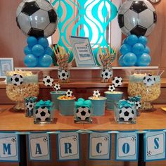 Centros de mesa Fútbol para cumpleaños infantiles Baby Boy Soccer, Soccer Baby Showers, Baby Boy 1st Birthday Party, Football Birthday, Minion Party Decorations, Baby Sans, Baby Shower Cake Pops, Pichu, Surprise Baby