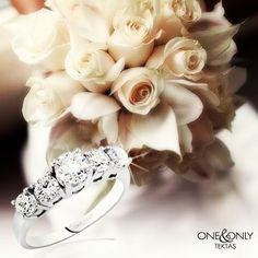 Yaz gelinlerinin zarifliği ile beştaş pırlantanın buluşması... #ring #diamond #bride #love #marriage #wedding #summertime #shine #fivestones #atasay