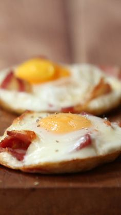 Http: Discover Cheesy Breakfast Bakes Gooey cheesy goodness. Breakfast has never been better. Baked Breakfast Recipes, Breakfast Bake, Breakfast Dishes, Brunch Recipes, Good Breakfast Foods, Brunch Ideas, Easy Breakfast Ideas, Romantic Breakfast, Breakfast Sandwiches