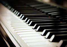 El pianista Rubén Ángel Russo ofrece un concierto en la Escuela Municipal de Música y Artes de Almería (EMMA Almería) cuando se cumplen 100 años del nacimiento de Manuel del Águila el próximo jueves 26 de noviembre.  Toda la información en el enlace.  #emma #concierto #piano #música #almería #almeriense #almeria_trending #almeria #almeriatrending