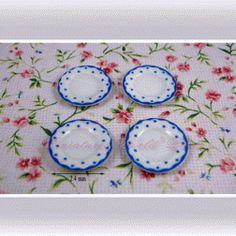 4 Assiettes en porcelaine - DM86 1/12ème #maisondepoupées #dollhouse #assiettes #plates #meuble #furniture #miniatures #miniature #porcelaine #porcelain
